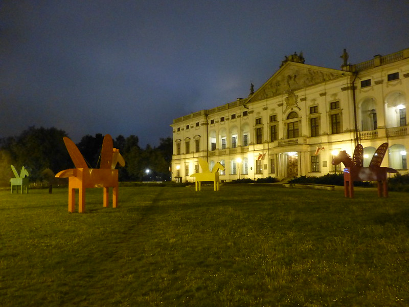 Winged horses in front of the Krasińskich Palace