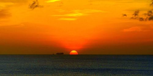 sunset sun dutch zonsondergang ship caribbean zon bonaire caribbeansea schip dutchcaribbean blinkagain caribbeannetherlands caribischnederland