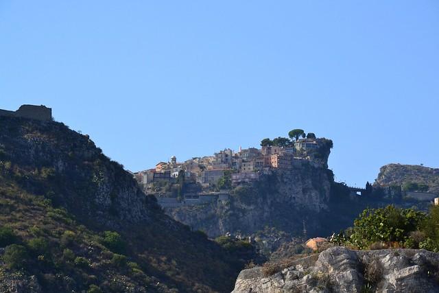 Village perché au-dessus de Taormine, Sicile