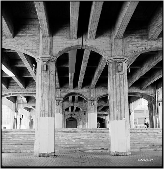 Under the bridge_Rolleiflex 2.8E