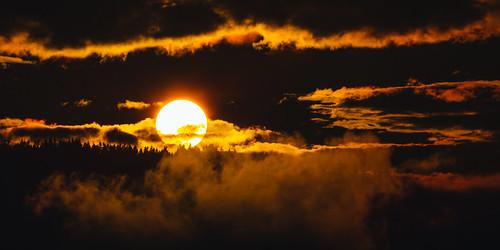 sun sunset pacificnorthwest clouds sky issaquah canoneos5dmarkiii canonef100400mmf4556lisusm bwnd1000x trees landscape johnwestrock washington