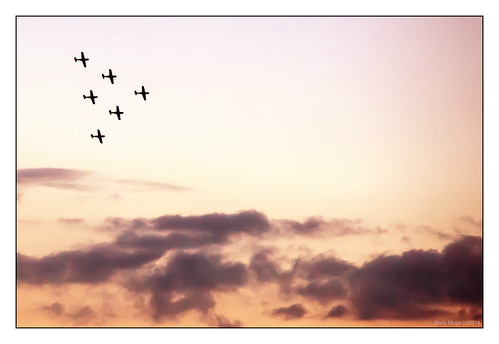 sunset sky clouds airplane formation belgrade beograd parada squadron 2014 vojna formacija partizanska ekadrila