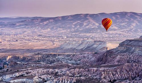 sunrise turkey rocks valley hotairballoons cappadocia anatolia göreme rockformation kapadokya fairychimney