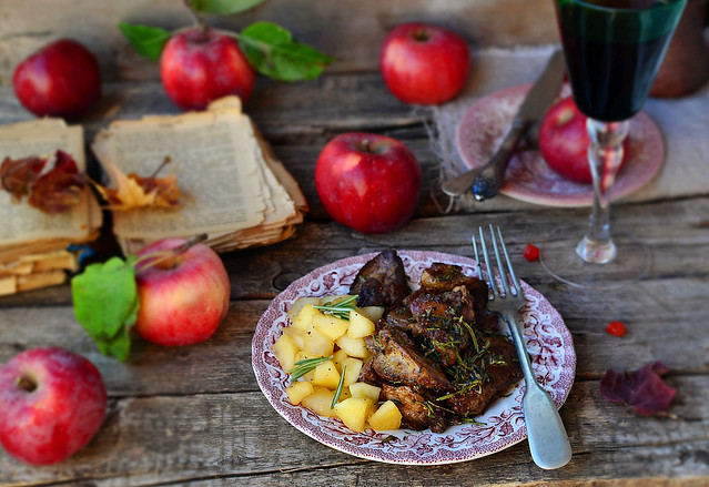 fried chicken liver with spicy herbs and stewed apples