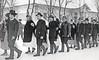 Trachtenball 1970 - Trachtenpaare vor dem Gemeindehaus