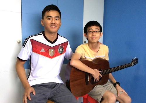 Private guitar lessons Singapore Liang Hong