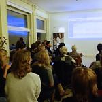 Publiek luistert naar Merel Schogt