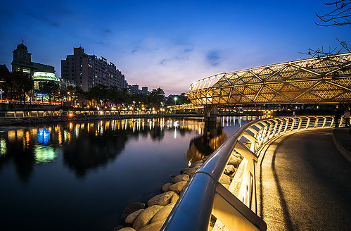 park lighting city bridge blue sunset urban water architecture night reflections river design nikon angle riverside daniel wide taiwan pedestrian tokina hour kaohsiung ultra 臺灣 建築 aguilera 水 河濱公園 倒影 美麗 高雄市 d5000 1116mm 愛河之心 都市設計 urbaguilera 城市美觀 藍色時刻