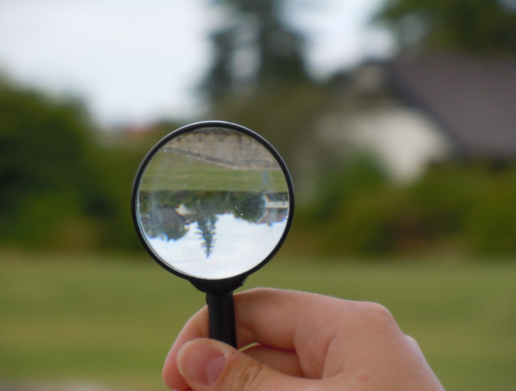 The Upside-down effect of magnifying glass | Should be able