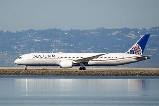 United Airlines Boeing 787-9 Dreamliner  DSC_0769 | by wbaiv