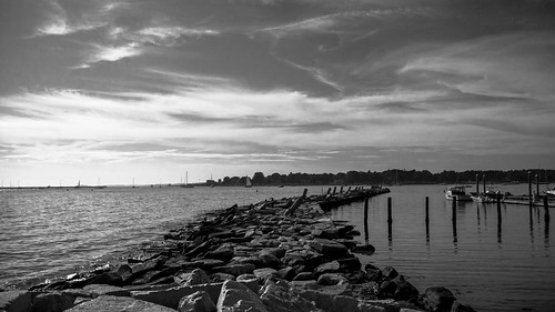 ocean sea bw mer seascape blancoynegro noiretblanc connecticut newengland nb atlanticocean breakwater digue oceanatlantique stoningtonborough briselames