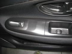 Limpieza y Lustre Puerta Copiloto. Peugeot revitalizacion de plasticos. Después