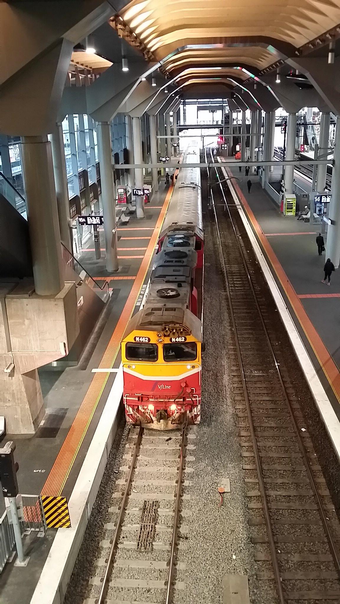 N462 at Southern Cross Station by bluegoldera