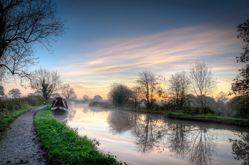 morning mist water misty walking canal cheshire path walk pastel hdr waterway towpath morningwalk middlewich pasteltones 3xp shropshireunion