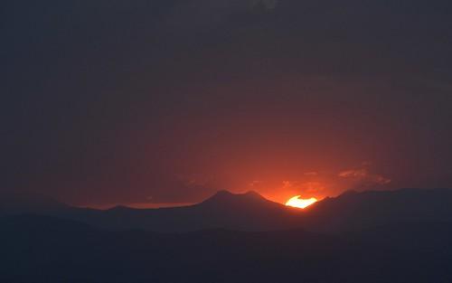 sunset sun silhouette clouds sundown australia queensland sequeensland mainrange greatdividingrange cunninghamsgap cappoong