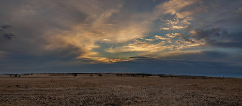 adelaide adelaideplains southaustralia sa australia christmas sunset cloud sky colour sun wow nice beautiful stunning xmas freeling farm country paddock landscape panorama panoramic scene blue olympusem10 olympus olympusomd sundown farmland