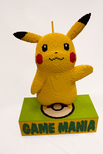 LEGO Pikachu ( front )