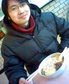 WuZheJian eatin noodles