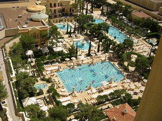 Pools, spas and cabanas' of Bellagio, Las Vegas | by tom e.