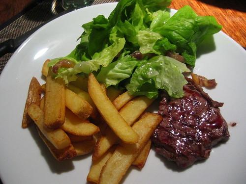 Entrecote, salad & fries