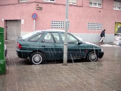 Imatge d'un cotxe nevat