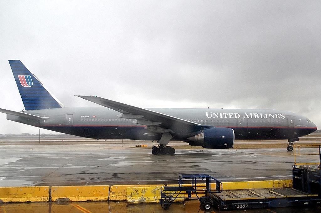 United 777-200 N768UA