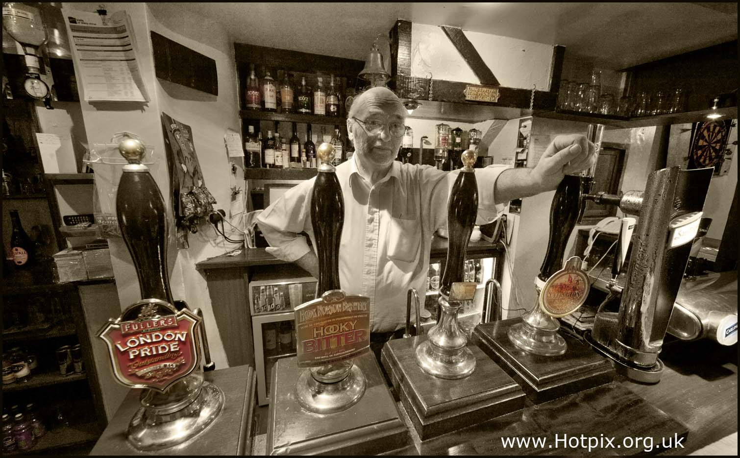 star,inn,starr,sparsholt,wantage,oxford,oxfordshire,oxon,england,britain,UK,pub,mick,mike,dawn,sepia,toned,b/w,black,white,bar,drinks,drinking,beer,real,ale,camra,cosy,friendly,accomodation,rooms,b&B,bed,breakfast,boozer,english,traditional,tonysmith,tony,smith,hotpix,hotpixuk,selctive,colour,color,colores,interesting,place,places,building,buildings,built,architecture,favourite,pubs,public,houses