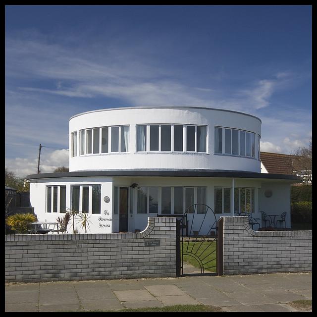 The Round House - Frinton Park Estate 04