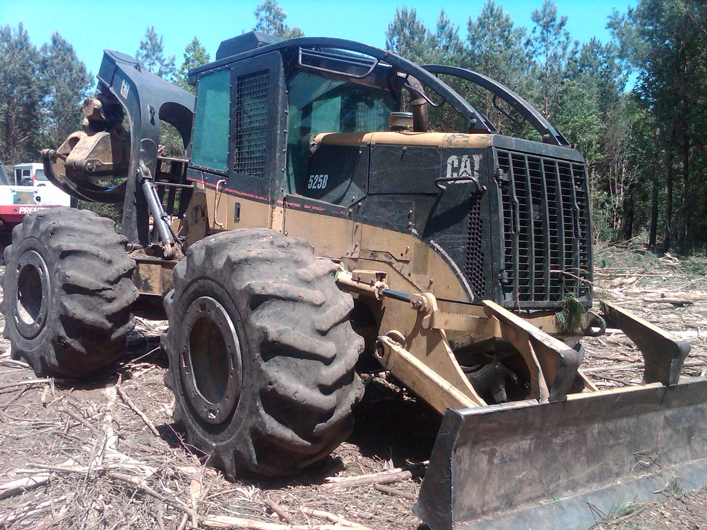 CAT 525B Skidder with Winch in NC 06 | Solid skidder availab