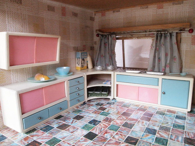 50s Dohnalek dollhouse - kitchen