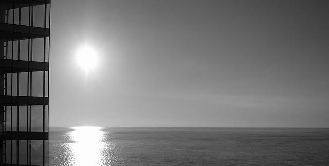 sun_glass and sea