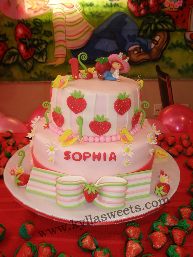Wondrous Strawberry Shortcake Themed Birthday Cake Fernanda Lopes Flickr Funny Birthday Cards Online Alyptdamsfinfo
