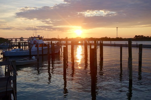 robertmosesstatepark longisland captreeboatbasin fishingboats sunset goldenhour landscape 7dwf