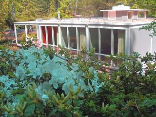 Flat-Roof Goodman MCM in Hollin Hills