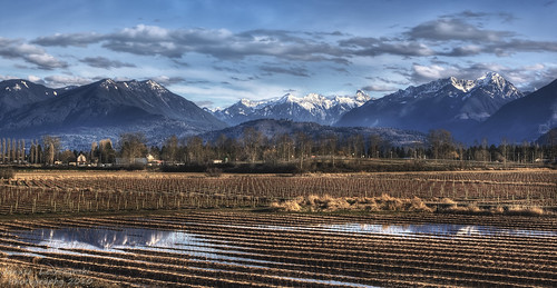 panorama snow mountains field vancouver clouds river geotagged farms fraser hdr abbotsford 2010 chilliwack fraservalley janusz leszczynski veddercanal 005251 geo:lat=49131759 geo:lon=122093237