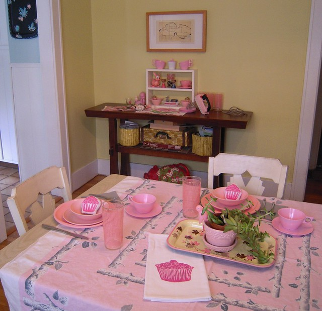 think pink table setting