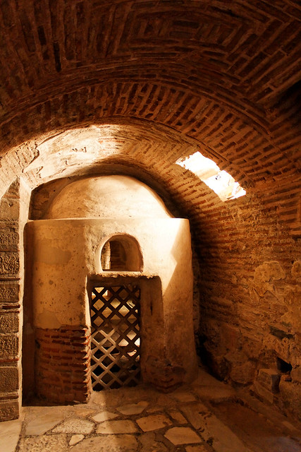 Thessaloniki - what was first: hall or sanctuary?
