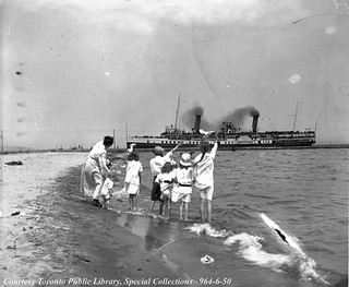 Chippewa (1893-1939), approaching Toronto through the Eastern Gap, Toronto Islands, July 1918