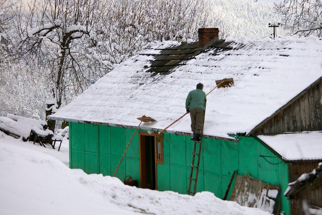 Odśnieżanie dachu / Roof desnowing