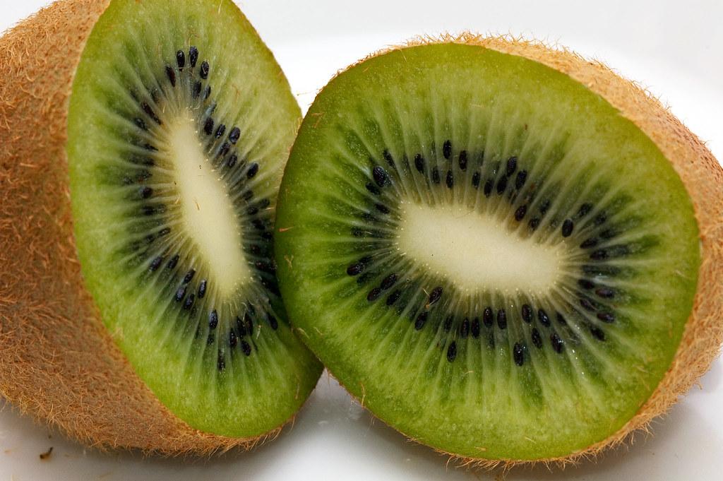 36/365 - Kiwi | More fruit porn! | Ingar Saltvik | Flickr