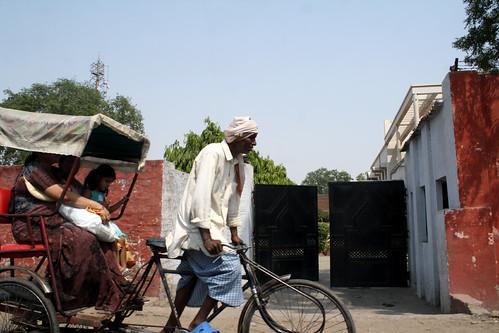[India] タージマハルに向かう道のり。アグラ付近 | by kimama_labo