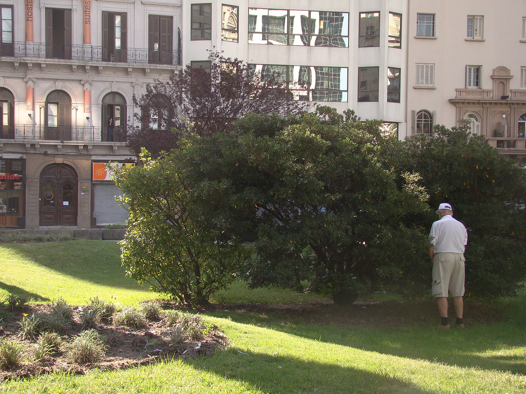 Old Men Pissing old men pissing - señor meando! | lucas frattini lópez | flickr