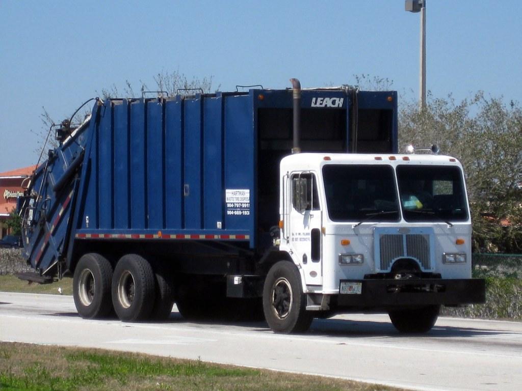 Hartman Waste Tire Disposal - Peterbilt 320 / Leach 2RII R… | Flickr