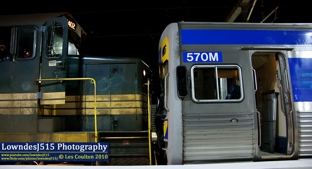 T402 & 570M at Craigieburn by LowndesJ515