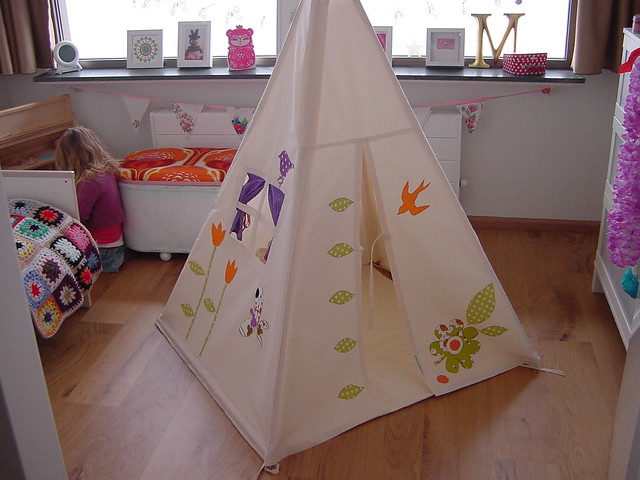 moozlehome teepee in Dolly's bedroom