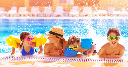 Happy family in the pool | by www.homejobsbymom.com