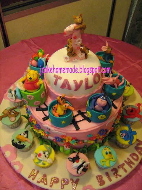 Pooh N Cartoon Character Theme Cake