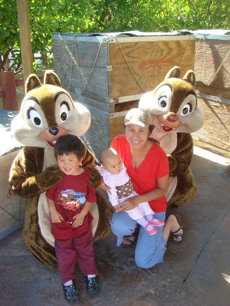 Julie, Owyn and Ayla with Chip and Dale (2010-05-26)