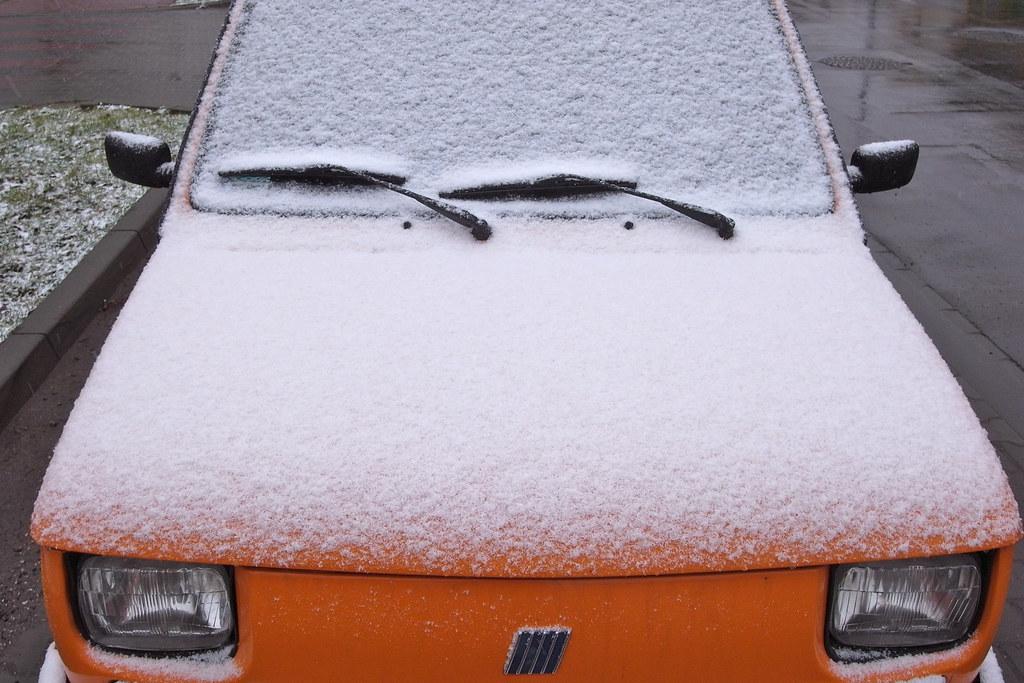 Białe na pomarańczowym / White on orange