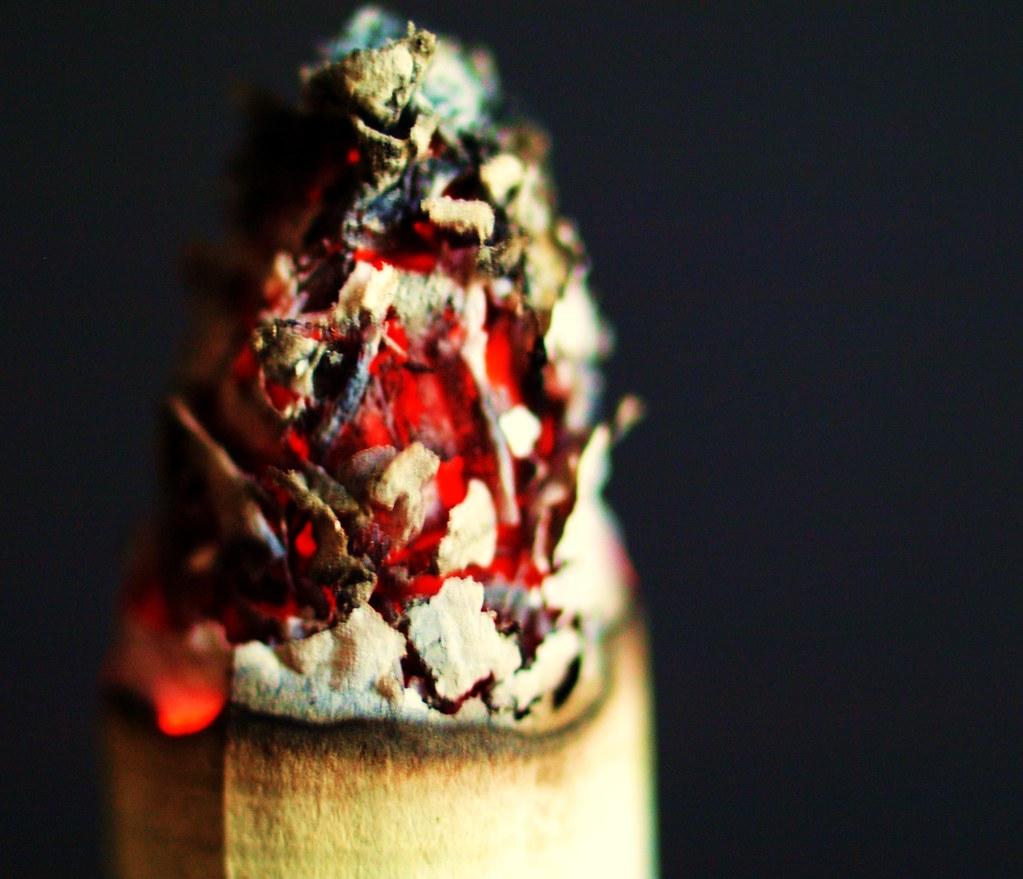 Abschneiden zum zigaretten sticks Tabak